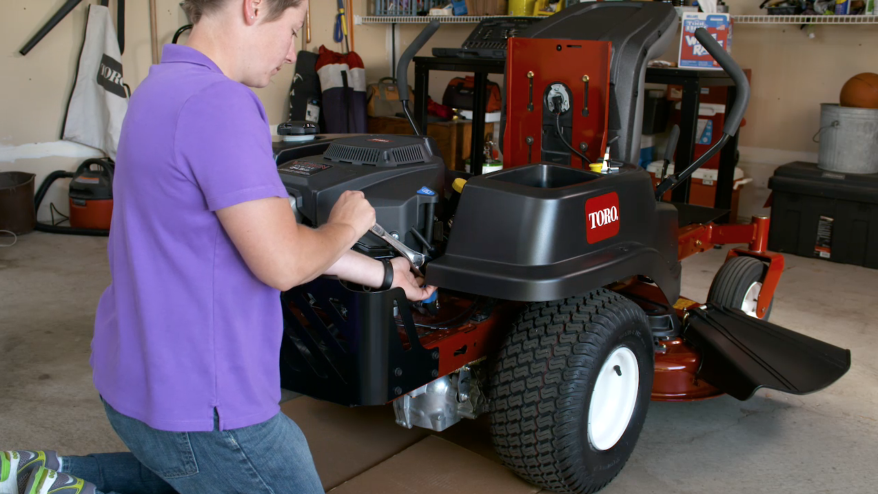 Engine Maintenance Tips for Toro Zero Turn Mowers | Yard Care Blog on